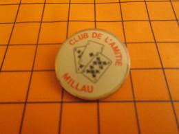 1119 Pin's Pins / BEAU ET RARE / Thème JEUX : JEU DE CARTES CLUB DE L'AMITIE MILLAU - Games
