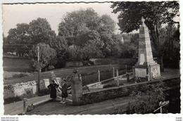 LONGUES-sur-MER   Le Monument Aux Morts.   Carte écrite En 1953    TBE - France