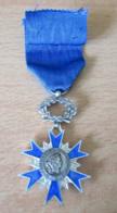 Médaille Ordre National Du Mérite 3 Décembre 1963 - Argent Et émail - Superbe - Avec Ruban - Achat Immédiat - Professionals / Firms