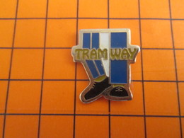 819 Pin's Pins / BEAU ET RARE / Thème TRANSPORTS : TRAM WAY PAIRE DE JAMBES ET CHAUSSURES !!! - Trasporti