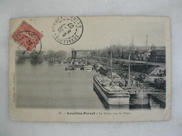 LEVALLOIS PERRET - La Seine Vue Du Pont (avec Nombreuses Péniches) - Levallois Perret