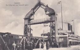 480043Sassnitz, Der D - Zug Wird Vom Fåhrschiff Geholt. - Sassnitz