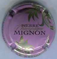 CAPSULE-CHAMPAGNE MIGNON Pierre N°61m Mauve, Feuilles Or Pâle - Mignon, Pierre
