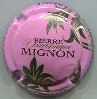 CAPSULE-CHAMPAGNE MIGNON Pierre N°61q Rose, Feuilles Or-pâle - Mignon, Pierre
