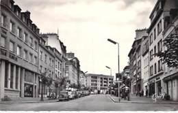 56 - LORIENT : Le Cours De La Bôve ( Rue Animée - Commerces ) CPSM Dentelée Noir Blanc Format CPA - Morbihan - Lorient