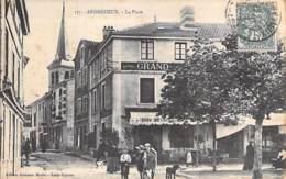 42 - ANDREZIEUX ( BOUTHEON ) La Place ( Restaurant En 1er Plan )  CPA Village ( 9.800 Habitants) - Loire - Andrézieux-Bouthéon