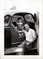 Photo Originale USA Voiture Américaine Ford Flathead V8 Business Coupe Vers 1930 & Fillette à Son Bord, Père Sur Marche - Automobiles
