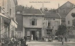 CPA 70 (Haute Saône) FOUGEROLLES / LE CENTRE / BUREAU DE TABAC ET CAFE DE LA PLACE  / ANIMEE - Frankreich