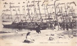 PORT LOUIS - Pecheurs Vendant Leurs Sardines - Port Louis