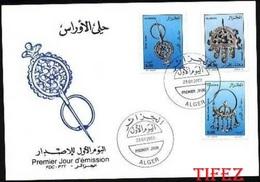 FDC/Année 2002-N°1302/1304  :  Bijoux Des Aures: Boucles D'oreille, Pendentif, Fibule - Algérie (1962-...)