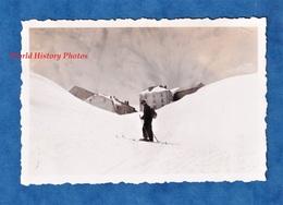 Photo Ancienne Snapshot - GRAND SAINT BERNARD - Vers Le Monastere - 1935 - Ski Montagne Bourg St Pierre Suisse Valais - Plaatsen
