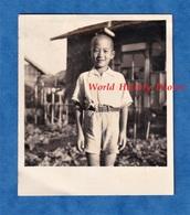 Photo Ancienne Snapshot - JAPON - Beau Portrait D'un Petit Garçon Japonais - Enfant Pose Asia Asian Japanese - Photographs