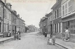 76)  LE VAUDREUIL  - La Grande Rue à L' Intérieur Du Pays - Le Vaudreuil