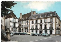 BOURBON L'ARCHAMBAULT - Hôtels Montespan Et Talleyrand - Voiture : Renault 4 L - 4 CV - Et Autres Marques - Bourbon L'Archambault