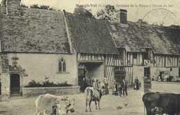 Mesnil Val Interieur De La Ferme à L'heure Du Lait RV - Mesnil-Val