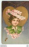 Portrait D'une Jeune Fille Dans Un Médaillon En Forme De Coeur - Autres