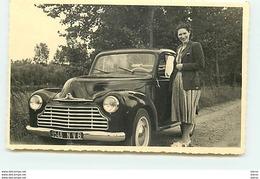 Carte-Photo - Femme Près D'une Voiture - Passenger Cars