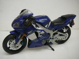 YAMAHA  R1  MOTO  1/12  LIRE ET VOIR !! - Motorcycles