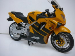 HONDA 600F4- CBR   MOTO  1/12  LIRE ET VOIR !! - Motos