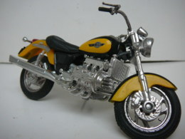 HONDA  F6C  MOTO  MAISTO  1/18  LIRE ET VOIR !! - Motorcycles