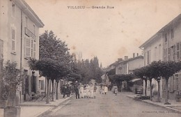VILLIEU       LA GRANDE RUE  . COMMUNIANTES EN PP - Autres Communes