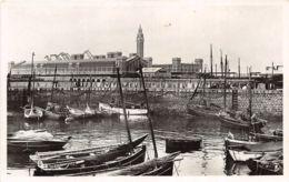 Cherbourg - Le Petit Port De Pêche Et La Nouvelle Gare Maritime - Cherbourg
