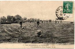 Nos Douaniers A La Frontière - A La Poursuite D' Un Chien Fraudeur  (117702) - Douane