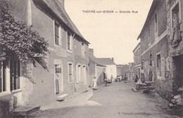 Sarthe - Thoyré-sur-Dinan - Grande Rue - France