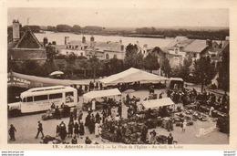 D44  ANCENIS  La Place De Eglise ( Avec Bus Publicitaire Tito Landi  Et Marché) Autocar - Ancenis