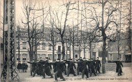 BELGIQUE - ATH --  Soldats à L'exercice Sur L'Esplanade - Ath