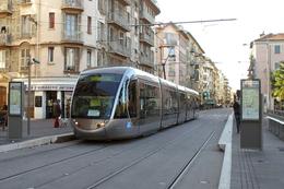 "Nice (06) 14/01/2009 Tramway De Nice - Ligne 1 Station Palais Des Expositions Rame Citadis Alstom N°10 "" Tramway Ecole"" - Tranvía"