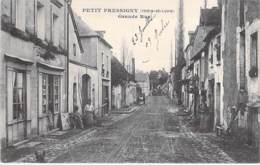 37 - LE PETIT PRESSIGNY : Grande Rue - CPA Village (330 Habitants) - Indre Et Loire - France