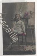 CP COLORISEE ENFANT PETITE FILLE ASSISE AVEC UN BEAU CHAPEAU - PH 714-4 PAPIER RADIUM BROM. - CIRCULEE EN 1905 - Retratos