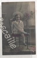 CP COLORISEE ENFANT PETITE FILLE ASSISE AVEC UN BEAU CHAPEAU - PH 714-2 PAPIER RADIUM BROM. - CIRCULEE EN 1905 - Retratos