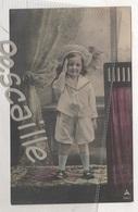 CP COLORISEE ENFANT PETITE FILLE SALUANT DEBOUT AVEC UN BEAU CHAPEAU - PH 714-1 PAPIER RADIUM BROM. - CIRCULEE EN 1905 - Retratos
