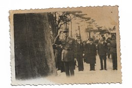 De Gaulle à Bruneval Le 30 Mars 1947 'légendé Au Dos )   5,5 X 8 Cm - Célébrités