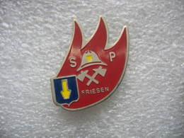 Pin's Des Sapeurs Pompiers De La Commune De FRIESEN (Dépt 68) - Pompiers