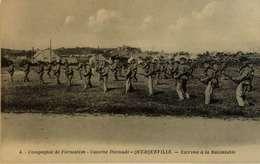 Querqueville Compagnie De Formation Caserne Dixmude Escrime à La Baïonnette Militaria CPA 50 Manche - Otros Municipios