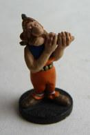 RARE FIGURINE ASTERIX HOBBY PRODUCTS 1990 PEINTE A LA MAIN PORTEUR DE PAVOIS Droit - Asterix & Obelix