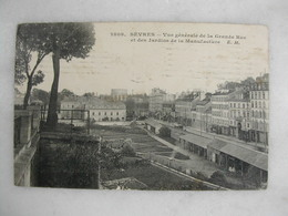 SEVRES - Vue Générale De La Grande Rue Et Des Jardins De La Manufacture - Sevres