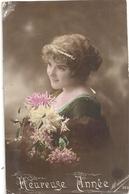 CARTE De BONNE  ANNEE Avec  JEUNE FILLE . CARTE ECRITE AU VERSO POUR LES VOEUX DE 1916 - Nouvel An