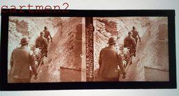 PLAQUE DE VERRE STÉRÉOSCOPIQUE GUERRE 1914-1918 CHAMPAGNE EVACUATION D'UN BLESSE GUERRE TRANCHEE MILITAIRE - Diapositivas De Vidrio