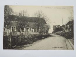 C. P. A. : 61 LA CHAPELLE MONTLIGEON, Rue, Mairie (?), Ecole (?) - Frankreich