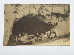 C. P. A. : 63 ROYAT LES BAINS : La Grotte Des Laveuses, Animé - Royat