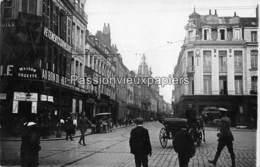 CARTE PHOTO ALLEMANDE DOUAI 1916 RUE DE PARIS Animée AU BON DIABLE MAISON COZETTE ESTAMINET MAZURE DUCOURT - Douai