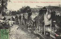 TONKIN  Hanoi Village De Papier Femmes Titant Le Papier De La Cuve + Beau Timbre 5c Indochine Francaise RV - Vietnam