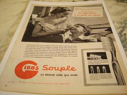 ANCIENNE PUBLICITE BROSSE SURE QUI DURE GIBBS  1954 - Parfums & Beauté