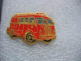 Pin's BALLARD, Fourgon Pompe BERLIET GLA De 1951 Des Sapeurs Pompiers - Pompiers