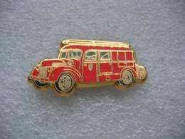 Pin's BALLARD, Fourgon D'incendie FORD SAF De 1948 Des Sapeurs Pompiers - Bomberos
