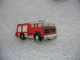 Pin's Camion RENAULT à Grande Echelle Des Sapeurs Pompiers - Pompiers